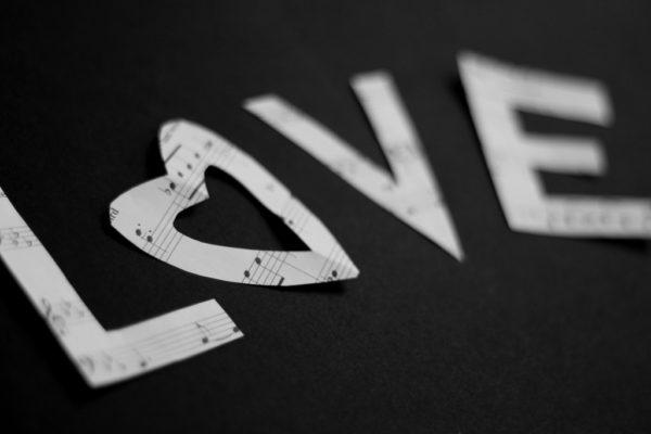 Muzica versus dragostea